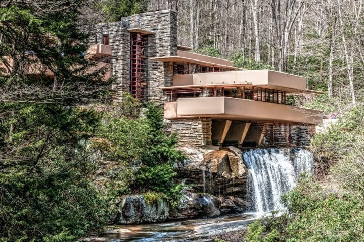 Falling water house Frank Lloyd Wright