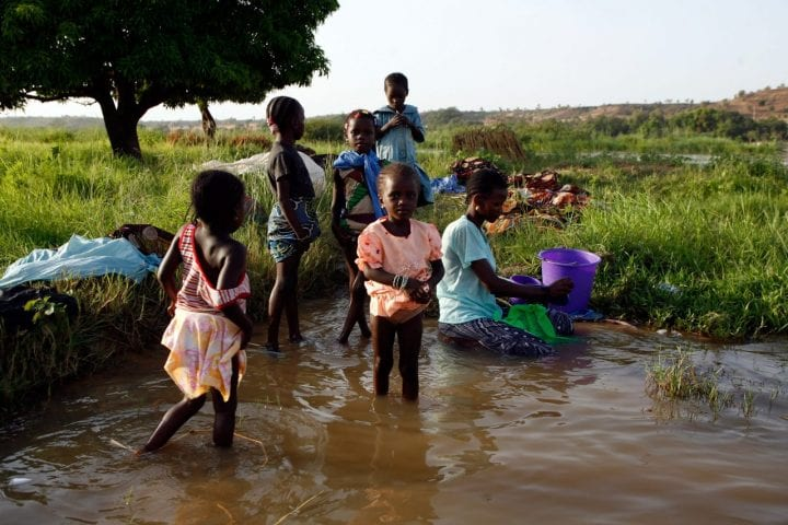 Niger children water supply