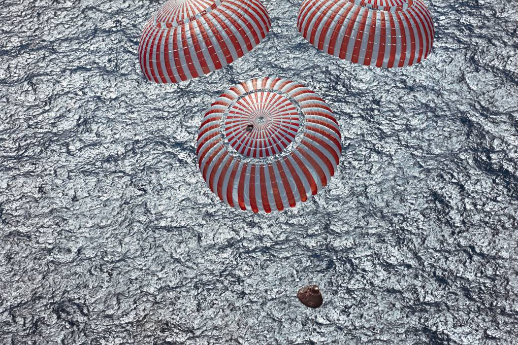 Apollo 16 parachutes NASA photos