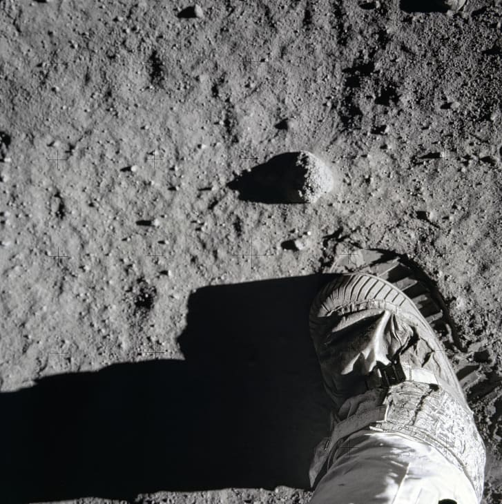 Buzz aldrin moon footprint NASA photos