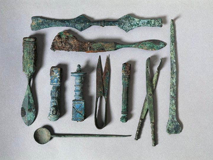 Surgical instruments from the House of the Surgeon.