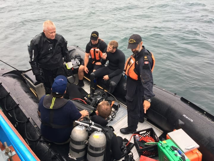 boat divers, artifact, recovery