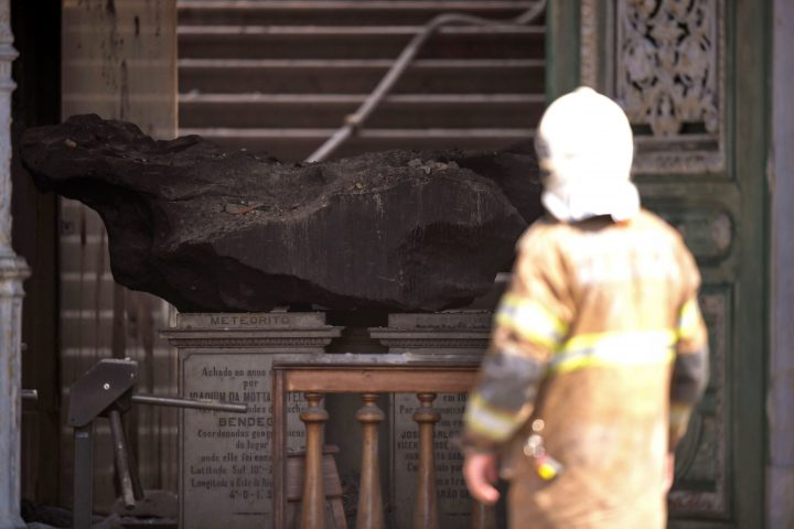 A meteorite is seen amid debris at Rio de Janeiro's treasured National Museum, one of Brazil's oldest, on September 3, 2018 a day after a massive fire ripped through the building. - The majestic edifice stood engulfed in flames as plumes of smoke shot into the night sky, while firefighters battled to control the blaze that erupted around 2230 GMT. Five hours later they had managed to smother much of the inferno that had torn through hundreds of rooms, but were still working to extinguish it completely, according to an AFP photographer at the scene. (Photo by Mauro PIMENTEL / AFP) (Photo credit should read MAURO PIMENTEL/AFP/Getty Images)