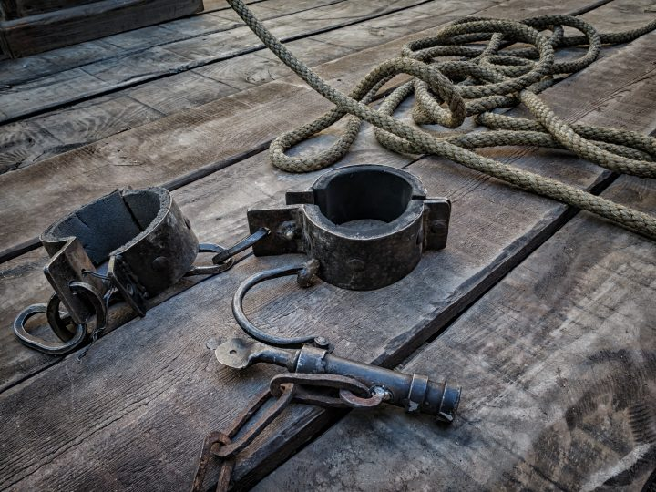 Shackles, tool used in the Middle Ages to the deprivation of liberty
