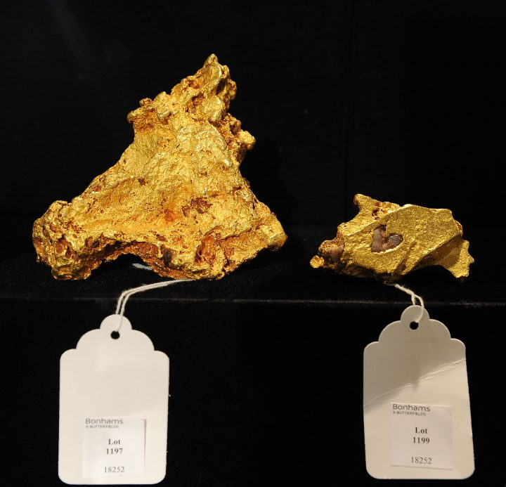 Two Australian gold nuggets are on display before sale at auction, May 6, 2010 in Los Angeles. Bonhams & Butterfields' upcoming National History Auction, on May 27 in New York, will afford bidders the opportunity to own an unusal selection of prehistoric fossils, archeological artifacts, gold nuggets, meteorite slices and even a Martian meteorite discovered in the Mojave Desert in 1999. The nugget at left has an estimated sale price of USD 190,000 - 220,000 and is considered especially rare because it shows no evidence of tool marks or preparation by man. It weighs 3,869.3 grams (8.49 lbs) and measures 5 x 4 x 4.25 inches (12.7 x 10.2 x 10.8 cm). AFP PHOTO / Robyn Beck (Photo credit should read ROBYN BECK/AFP/Getty Images)