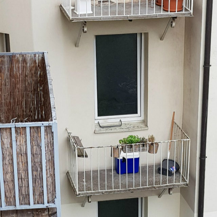 mismatched balcony fail