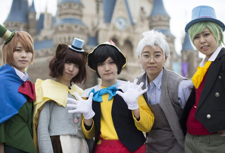 URAYASU, JAPAN - OCTOBER 25: Visitors dressed as Disney characters pose for a photograph during the Disney's Halloween 2016 event at Tokyo Disneyland on October 25, 2016 in Urayasu, Japan. The event will be held through October 31. (Photo by Tomohiro Ohsumi/Getty Images)