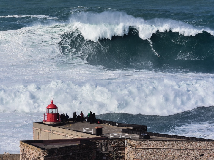 big wave, nazare, portugal